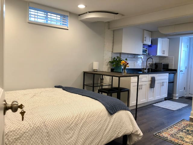 Brand new studio-apt 5 min from metro!