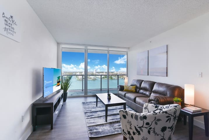 2BD/2BATH Lovely Condo w Balcony/MARINA view