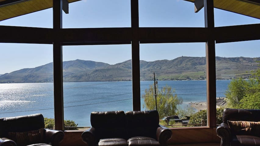 Huge Views of Lake Chelan from this Large Home