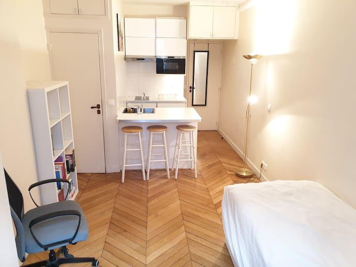 Studio in Paris, clean & charming, near Trocadero