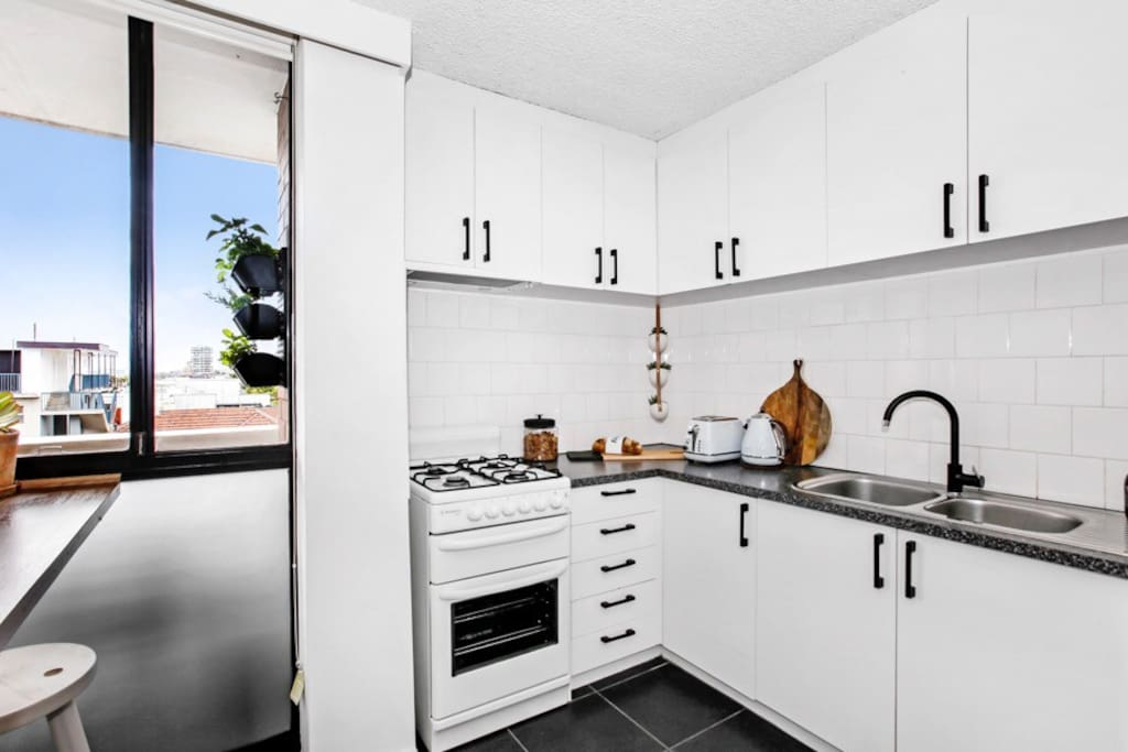 Fully equipped kitchen with Breakfast bar that has views to beach.