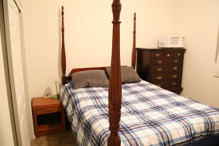 Physician's House: Queen-Sized Bed, Home Gym, W/D - Ház