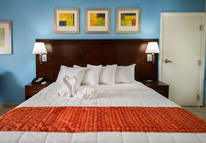 Flamingo Express Hotel, Standard One King Bed