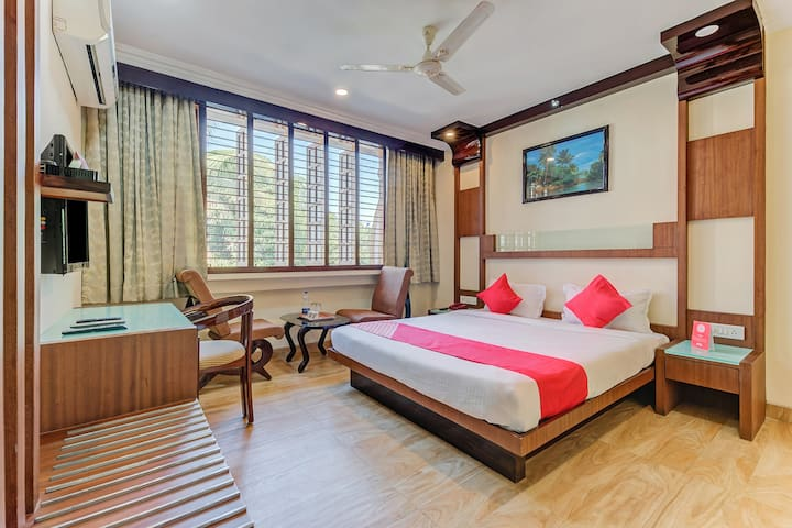 OYO  Deluxe SMART Furnished Room in Pune