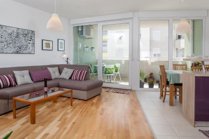 Newly specious 2 bedroom apartment