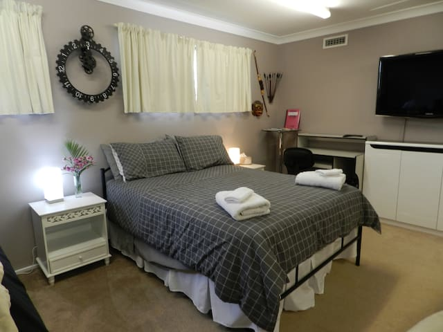 Magnificent Hawkesbury - BIG SUITE, Ensuite, bikes - South Windsor