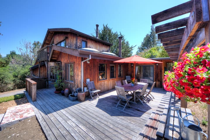 Stunning reclaimed wood home Bdrm#1 - Point Reyes Station - Haus