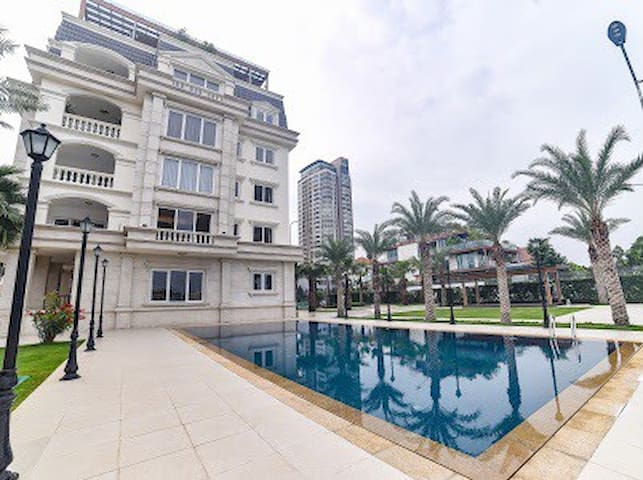 Lake View  Luxury Villa in Ho Chi Minh City