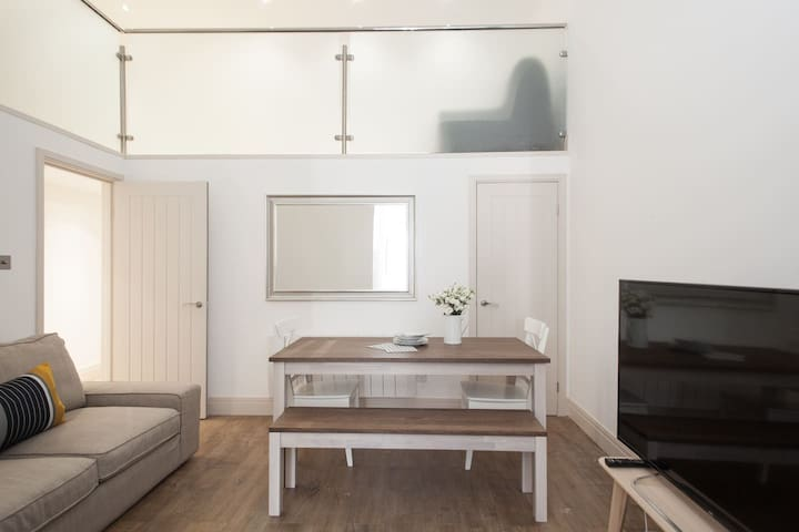 Modern and Bright East London sleeps 6 - London - Apartment