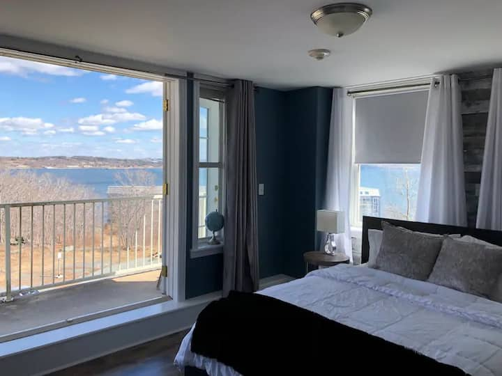 Ocean View! Modern/Rustic Studio Suite