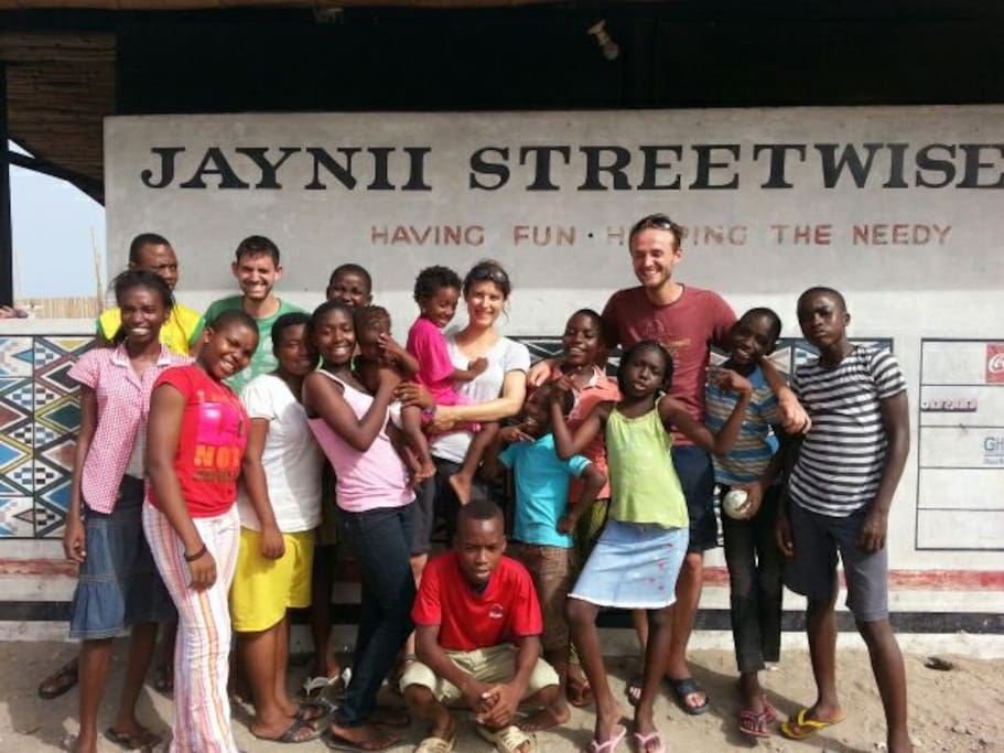 Previous guest together with kids from Jaynii Streetwise.