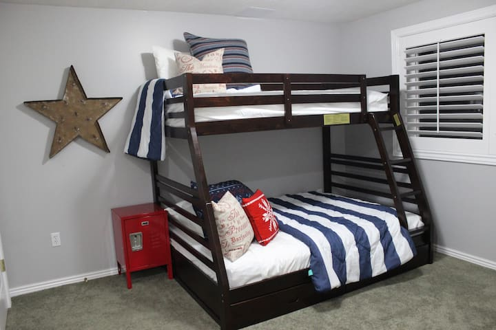 A comfy space for a couple of kids or teens. If you happen to only be adults you will find the double bed plenty cozy. Two big closets, a TV, and plenty of outlets for charging electronics.