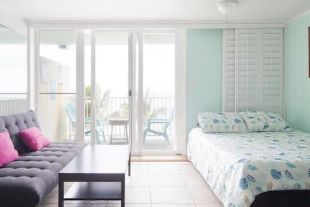 Sunrise Studio, beachfront/ocean condo, sleep 4