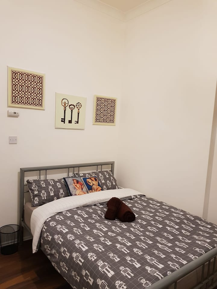 2 Cosy Modern Flat in West London Westfield/O2/W12