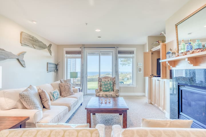 Modern, Ground-Level Oceanfront Condo Near Nye Beach, Newport has Three Bedrooms