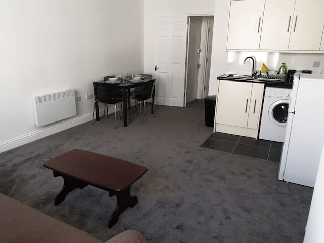 Newly refurbished 2 bed flat city centre Dover