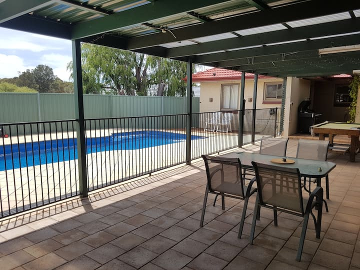 Adelaide family Home for 11 people with pool