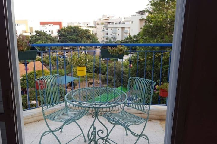 Beautiful apartment 20 minutes from tel aviv!