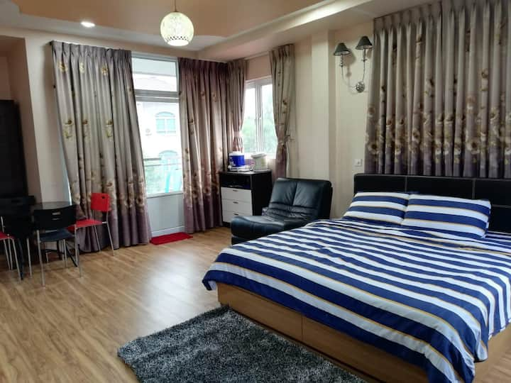 Master Bed Room Ensuite|Spacious |Free Parking (1)
