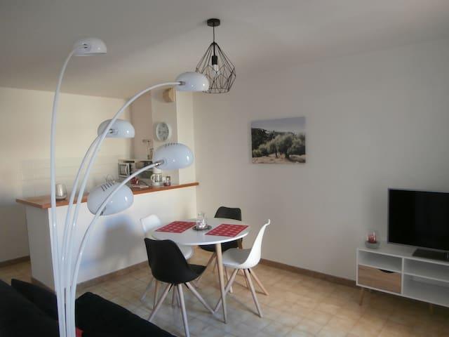 """Quartier du Palais appartement cosy """"les arceaux"""""""