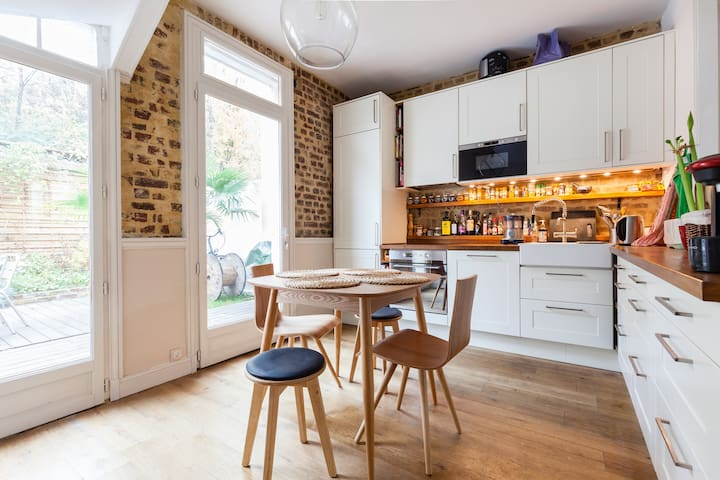 Cosy home with terrace and bikes - Saint-Denis - House