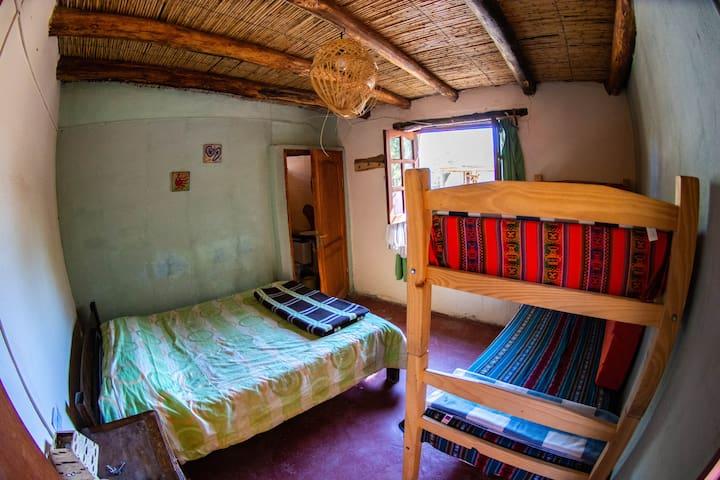 Habitación triple o cuádruple con baño privado