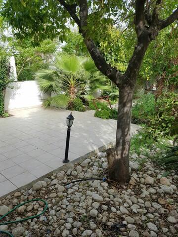 Private Garden house in center Tel-Aviv!