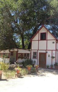 Hummingbird Cottage/Organic Farm - Ventura