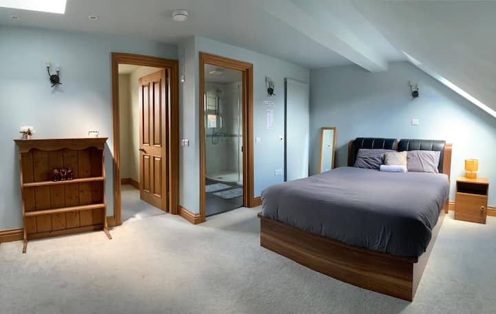 Private Oasis King Room with En-suite Bath