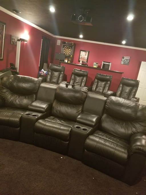 Theatre room with 7 recliners