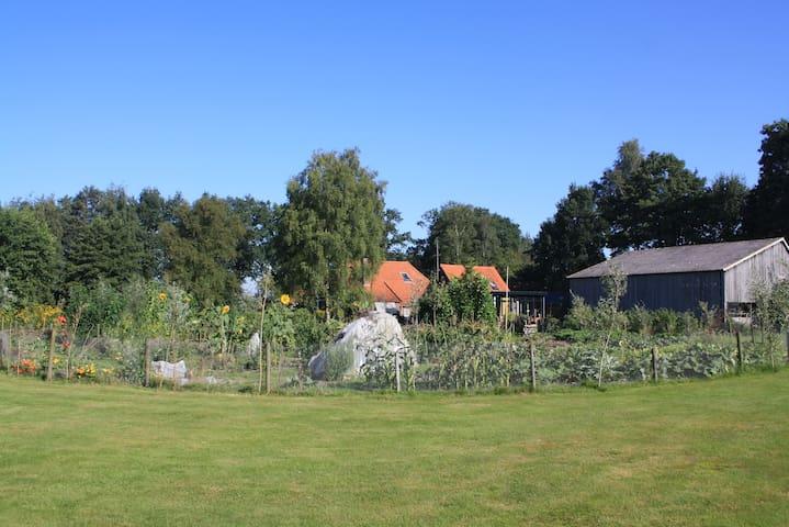 Verwarmd tuinhuisje, eigen wc/douche