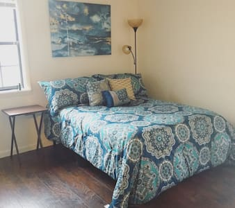 Private bedroom/bathroom with tv. - Batesville - House