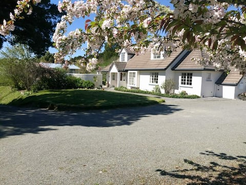 Totara House, an English Retreat. (Superhost)