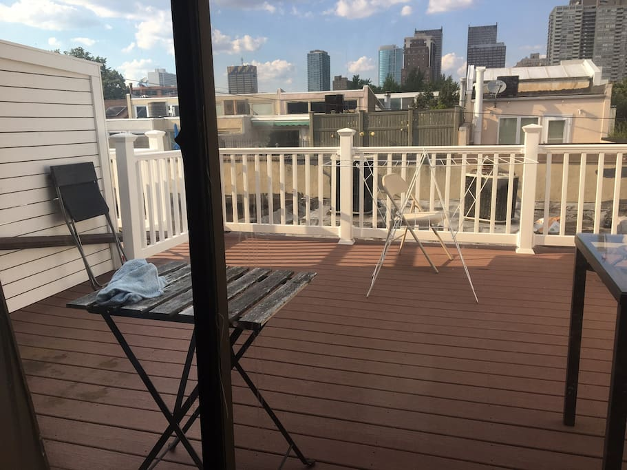 deck with view of the amazing philly skyline