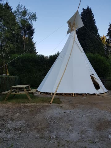 Back to basic - Sleep around a fire in a Tipi tent