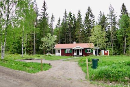 Cosy cottage in Småland - Aneby V - 小木屋