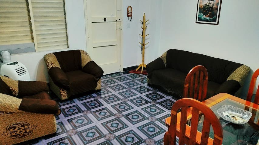 Apartamento independiente, habitaciones amplias y confortables, todo lo que necesita para su estancia en La Habana