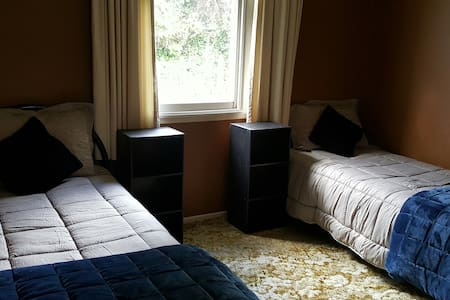 The Manse, self catering (1 double bed, 1 single ) - Taumarunui