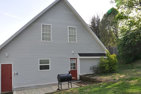 Contemporary Hideaway near Historic Harpers Ferry!
