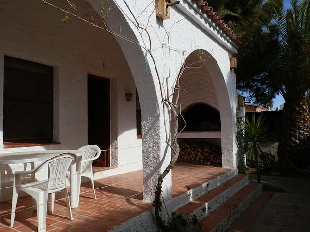 CASA BALADA, Ideal house for your holidays near the sea, free wifi, pets allowed, dog's beach.