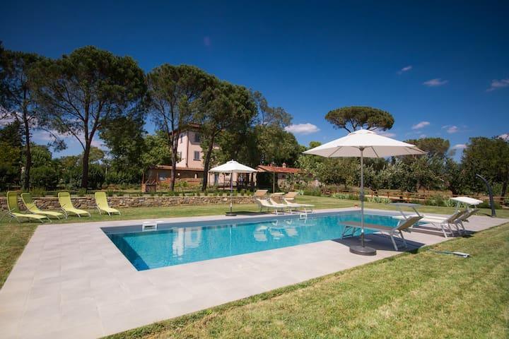 Tuscany villa with pool near Arezzo and Cortona
