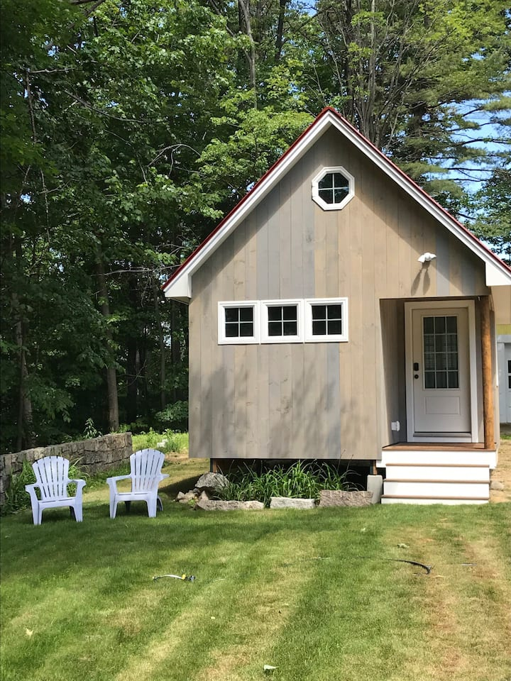 North Conway village tiny house, sleeps 1-4