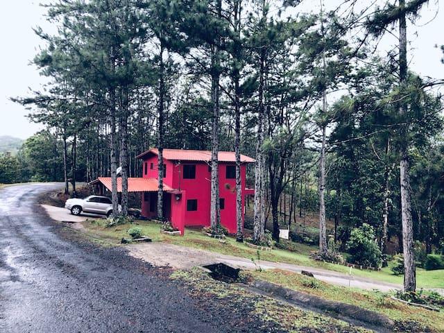 Red House Altos de Cerro Azul
