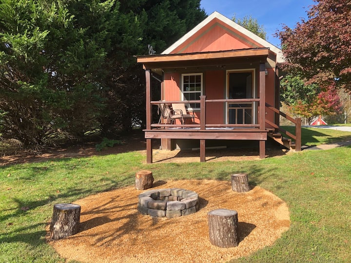 TINY HOUSE / CABIN in the Meadow-Hendersonville