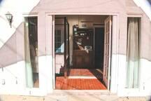 Cozy Suite in Historic Avenues