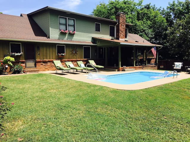 Historic district getaway Minutes from Nashville
