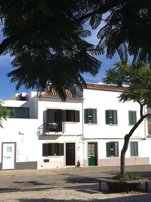 kleines stadthaus mit innenhof und dachterasse h user zur miete in tavira distrikt faro portugal. Black Bedroom Furniture Sets. Home Design Ideas