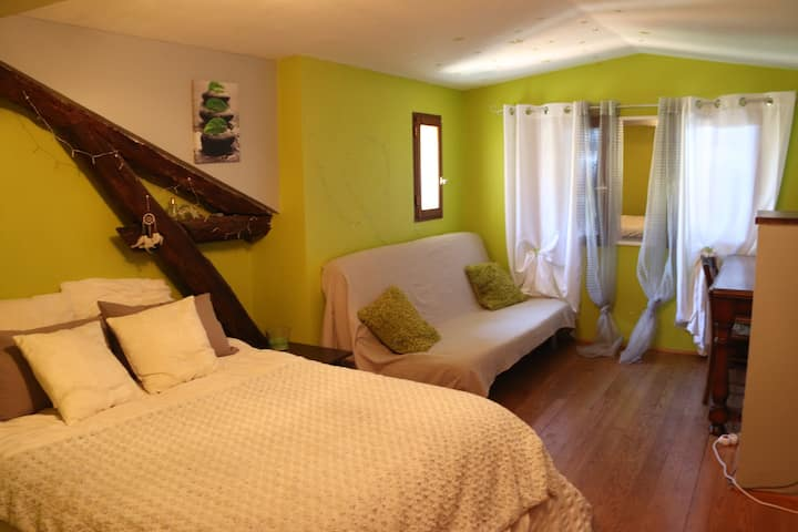 Green Bed Room in MAS GUAPA