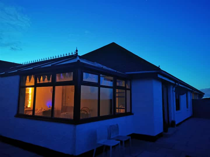 Sea view bungalow with great Cornish beaches/walks
