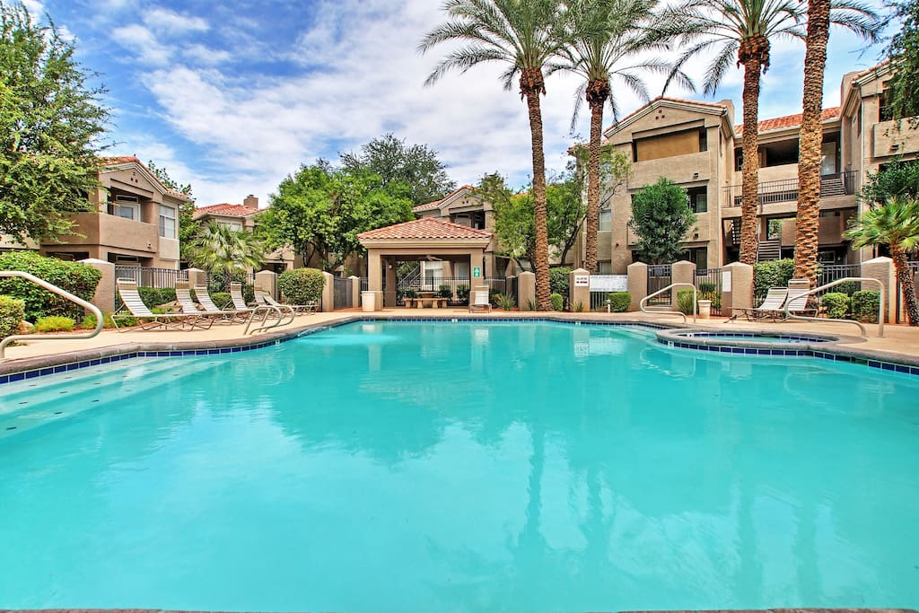You'll have access to the great community amenities, including 2 pools.